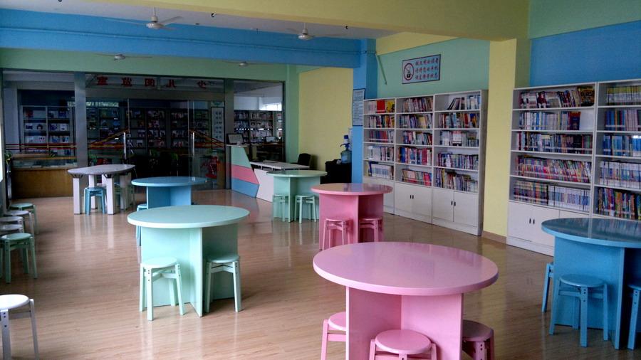 图书馆少儿阅览室正式对外开放